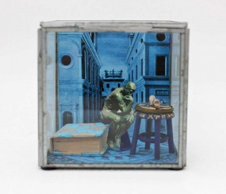 Brigitte Szenczi - Vanitas - 11,5 x 11,5 x 11,5 cm - Caja de cristal y materiales diversos - 2014